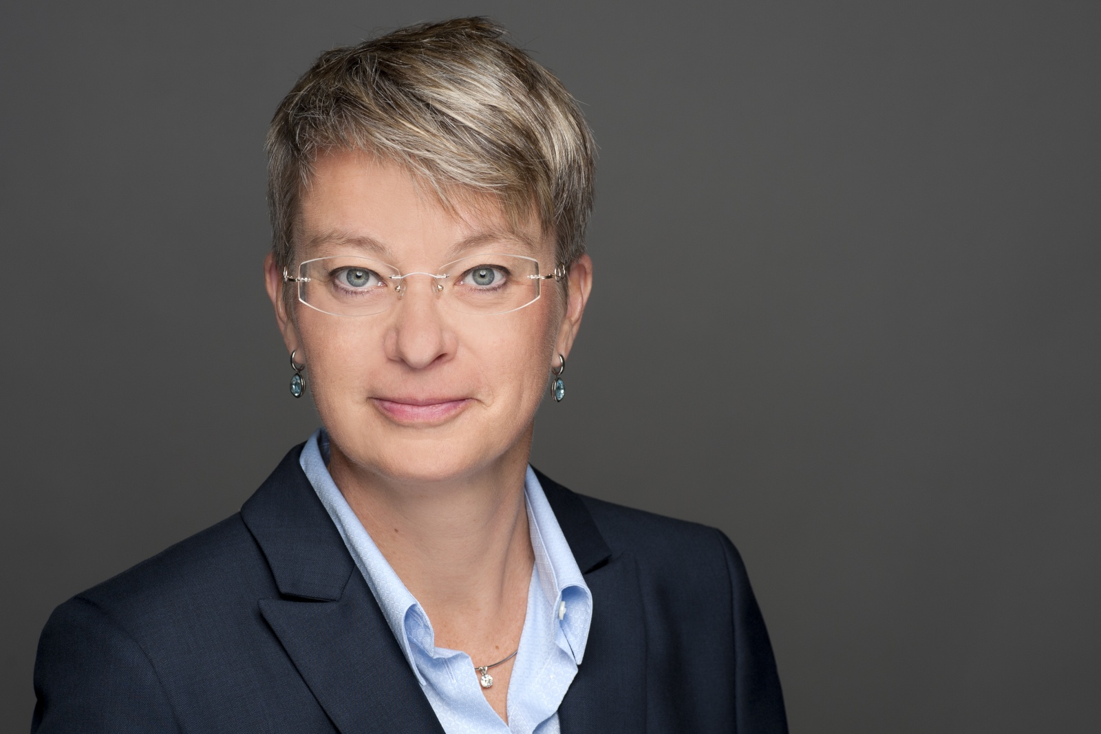 Portrait von Ulrike Bertrand, der Inhaberin der Moving Supplies GmbH